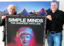 Festivalleiter Wolfgang Suttner und der neue KulturPur-Organisationsleiter Jens von Heyden stellen einen weiteren TopAct des Festivals vor