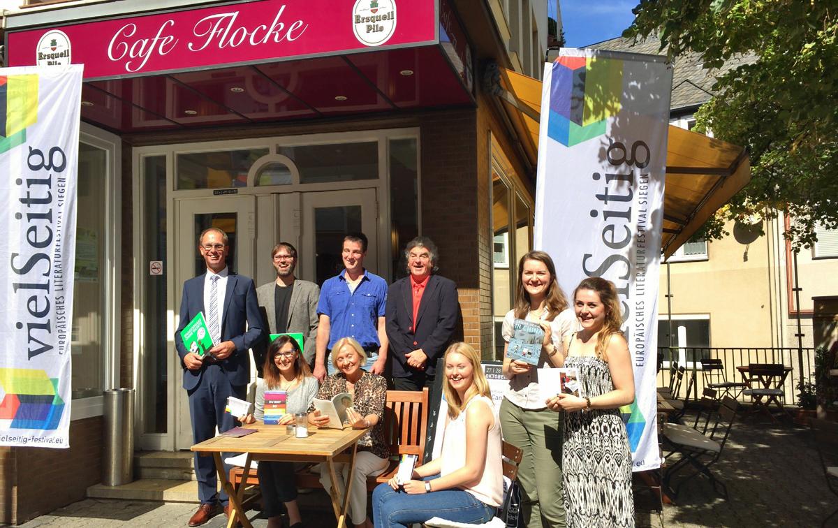 Vorm Café Flocke, einem der vielSeitig-Veranstaltungs-Orte